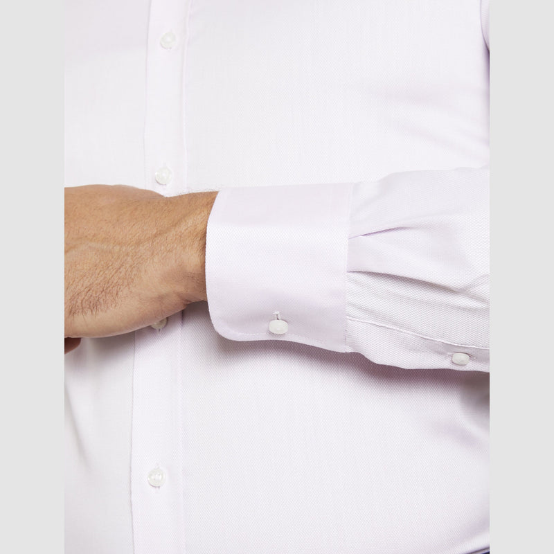 the single cuff detail of the studio italia slim fit spencer business shirt in pink easy iron cotton