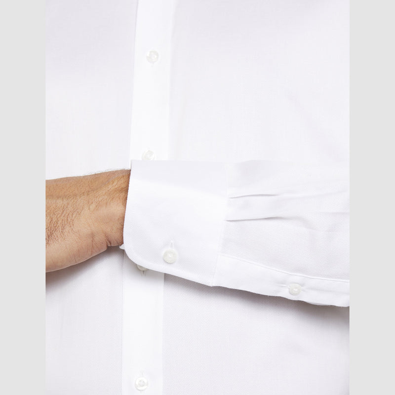 the single cuff detail of the studio italia slim fit spencer shirt in white cotton