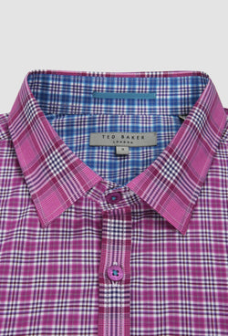 A close up view of the collar and button detail on the Ted Baker slim fit catton shirt in pink 2RSH54