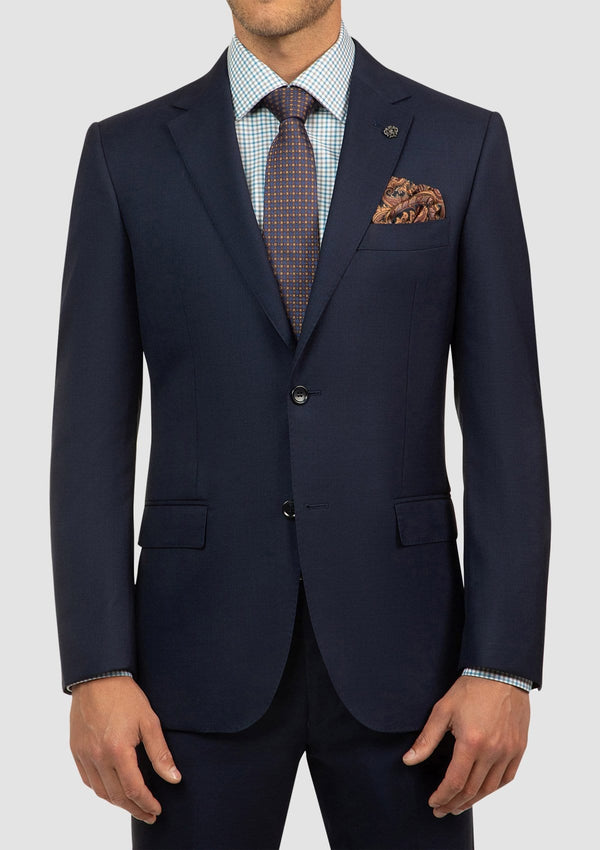 a close up view of the cambridge morse suit jacker showing the peak lapel and two button front details FCI417 navy