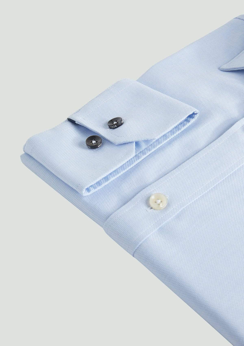 the single adjustable cuff detail on the slim fit wolf kanat romanov business shirt in blue pure cotton 9WKS921