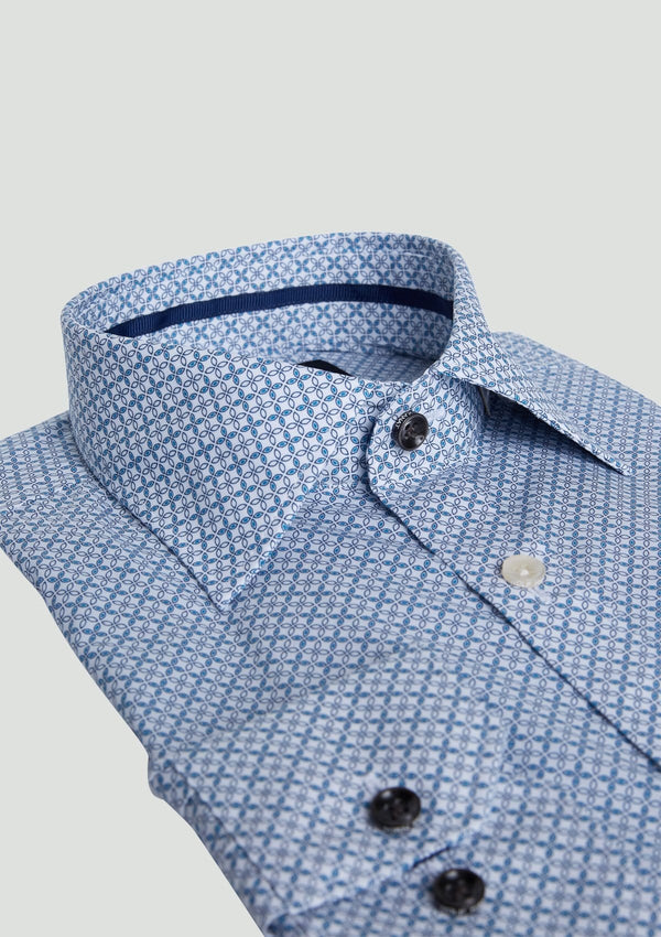 a close up view of the collar of the wolf kanat slim fit romanov business shirt in blue printed cotton
