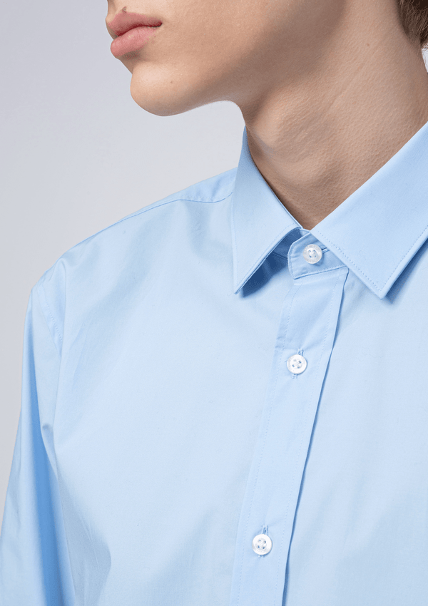 the collar and front button detail on the  hugo boss slim fit elisha business shirt in light blue cotton