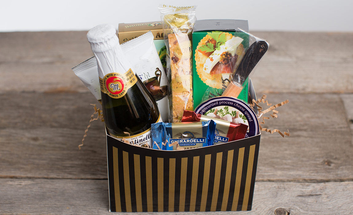Gift Ideas For Wedding Guests At Hotel: Gift Basket-Hotel Guest Welcome