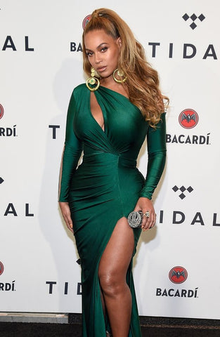 beyonce-red-carpet-cash-roll-leiber