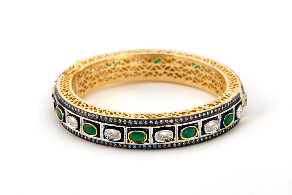 Round Green & Clear Antique Bracelet