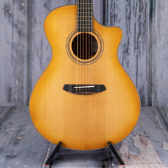 Breedlove Artista Concerto Natural Shadow CE Acoustic/Electric, Natural