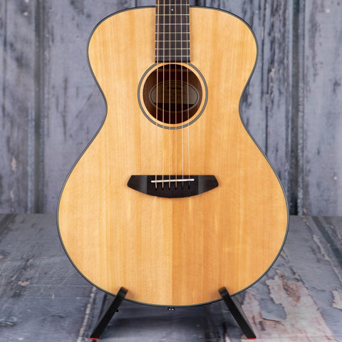 Breedlove Discovery Concert Acoustic Guitar, Natural, front closeup