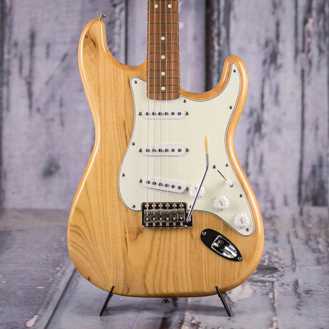 Fender Classic Series '70s Stratocaster Electric Guitar, Natural, front closeup