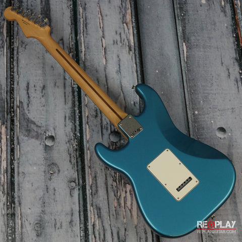 Fender Standard Stratocaster (Lake Placid Blue)