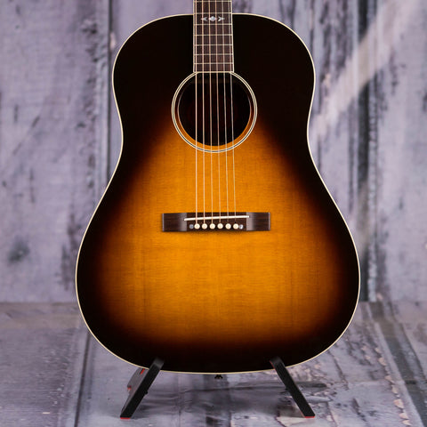 Used Gibson Montana Advanced Jumbo Acoustic Guitar, 1997, Tobacco Sunburst, front closeup