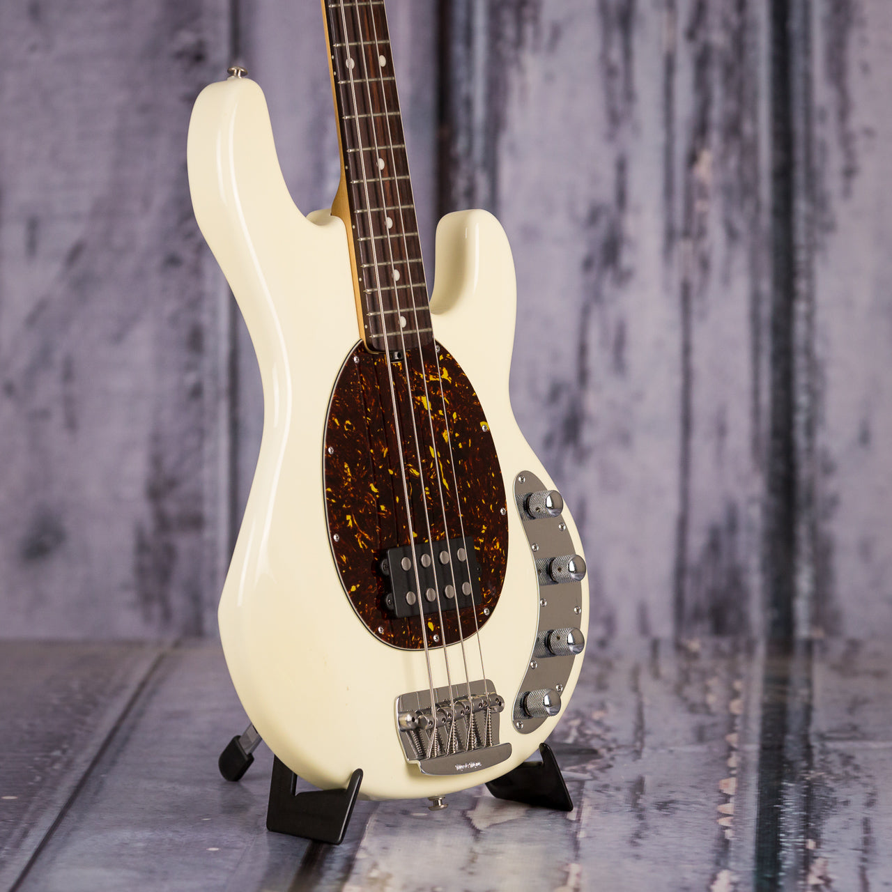 used music man stingray 4 string electric bass white for sale replay guitar. Black Bedroom Furniture Sets. Home Design Ideas