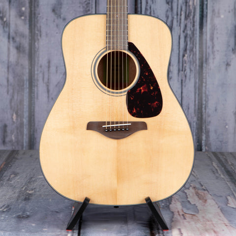 Yamaha FG800 Dreadnought Acoustic Guitar, Natural, front closeup