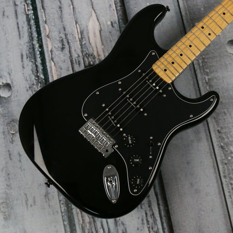 Squier Vintage Modified 70's Stratocaster (Black)