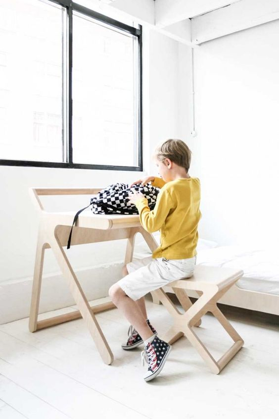 Rafa Kids k-desk and x-stool natural