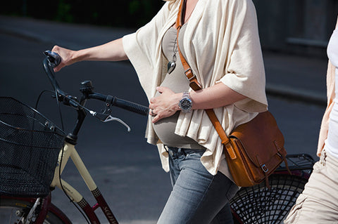 woman riding a bike during pearly pregnancy