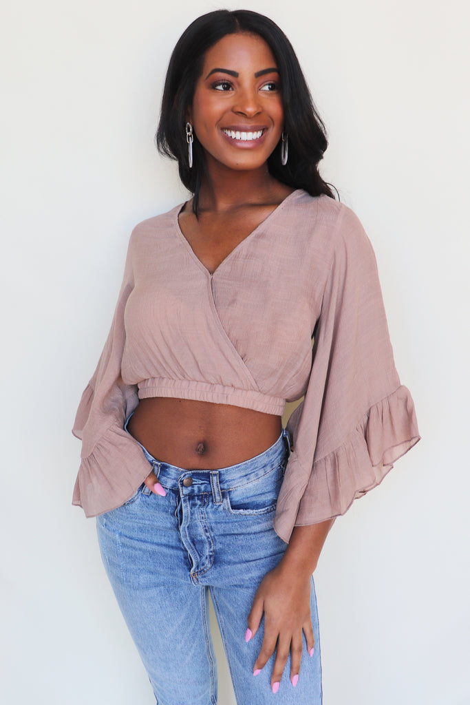LUCKY MOMENT RUFFLE CROP TOP