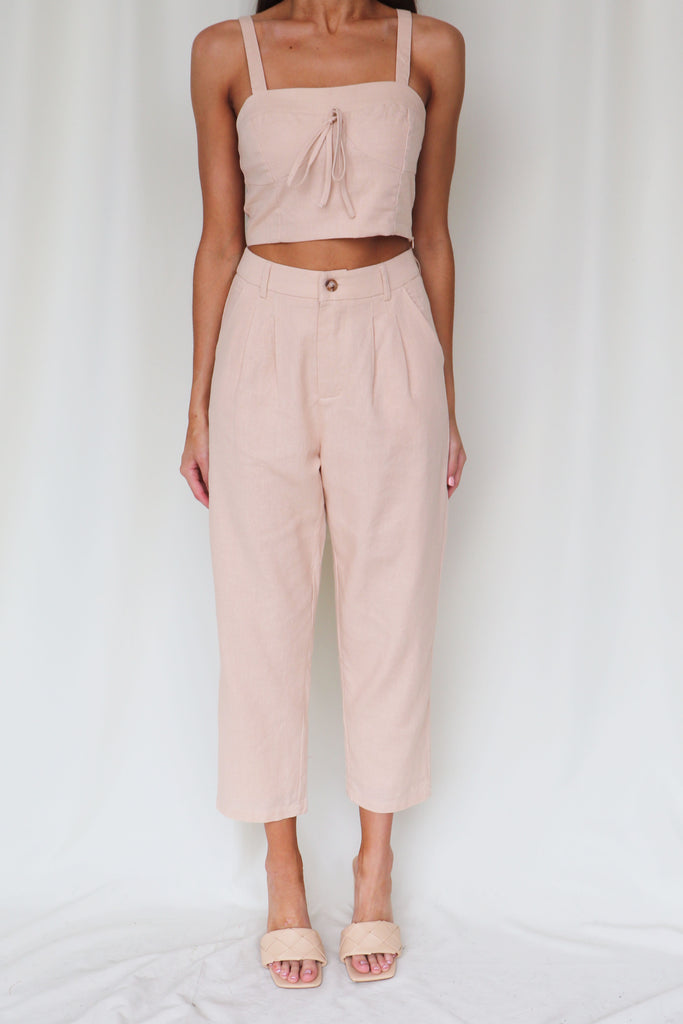 NO HOLDING BACK SLEEVELESS LINEN CROP TOP
