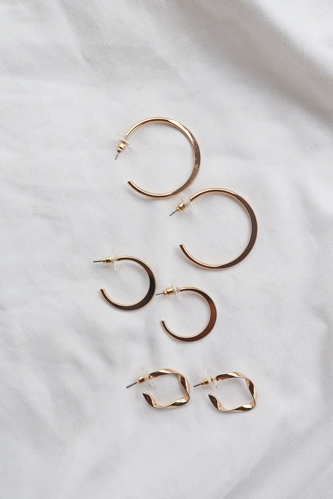 GOLD TWISTED HOOP SET