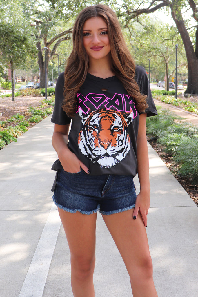 Roar tiger graphic t-shirt