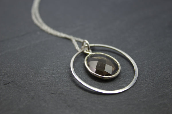 Pendant with circle and semi-precious stone