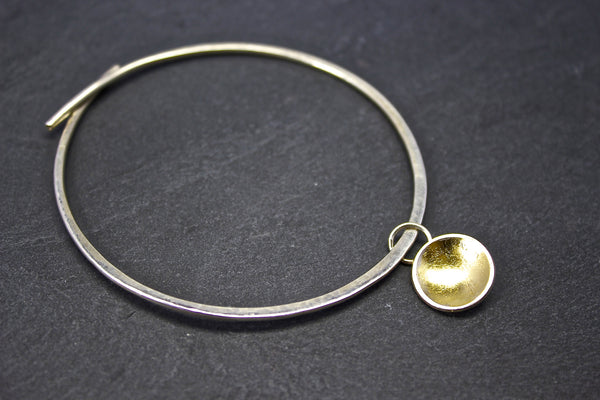 Bracelet with silver and gold leaf dome