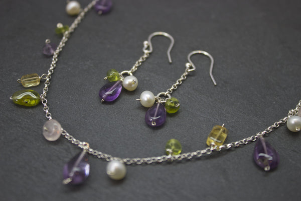 Necklace with hanging semi-precious stones and pearls