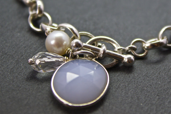 Bracelet with semi-precious stone ring and bar clasp