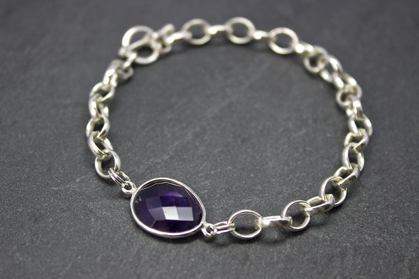 Bracelet with semi-precious stone set in silver