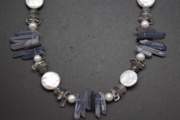 Necklace with quartz and pearls