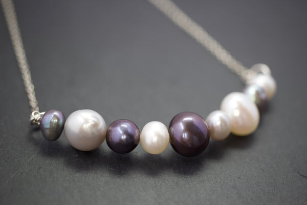 Necklace with bar of freshwater pearls