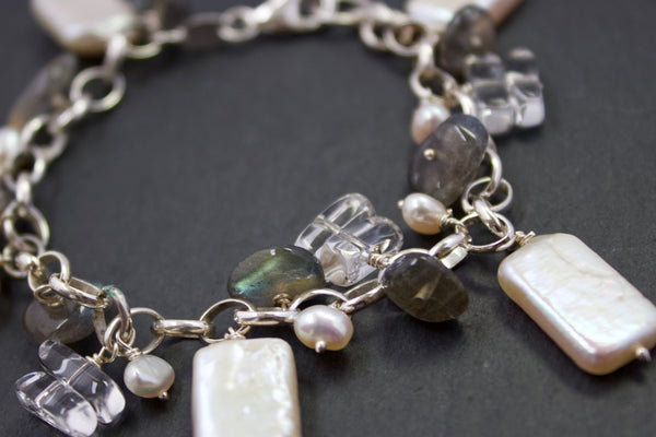 Bracelet with biwa pearls and labradorite