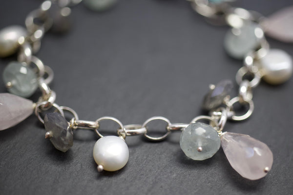 Bracelet with rose quartz and labradorite