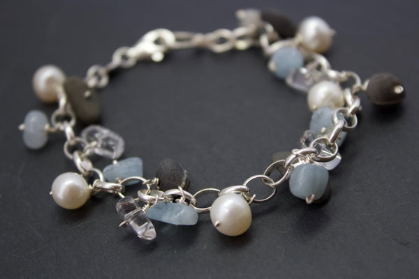 Bracelet with aquamarines and pebbles
