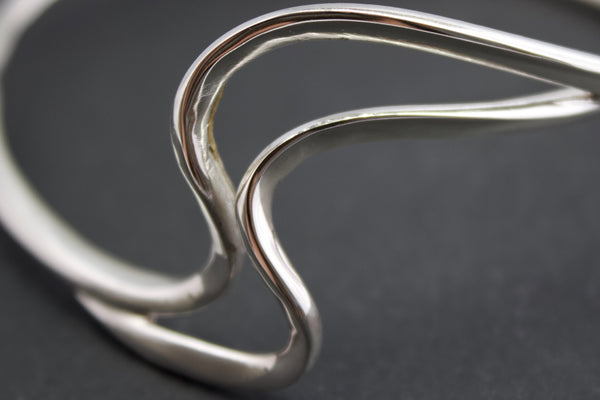 Bangle with silver waves