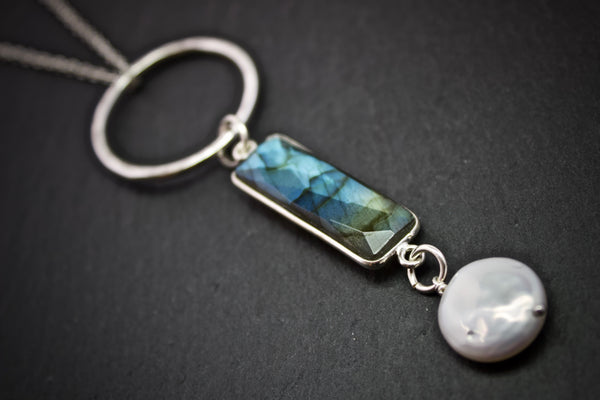 Pendant with silver set labradorite and pearl