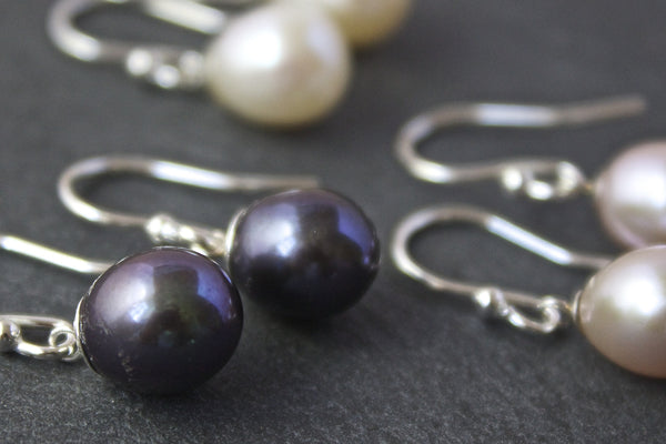 Earrings with round freshwater pearls