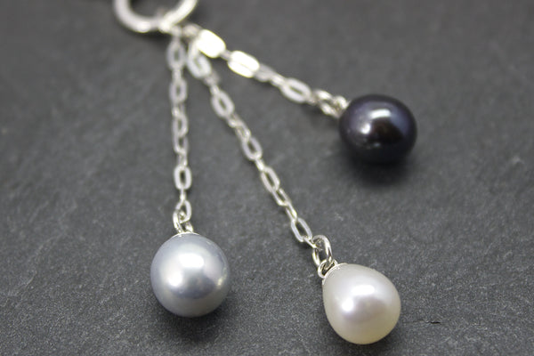 Pendant with freshwater pearls and three chains