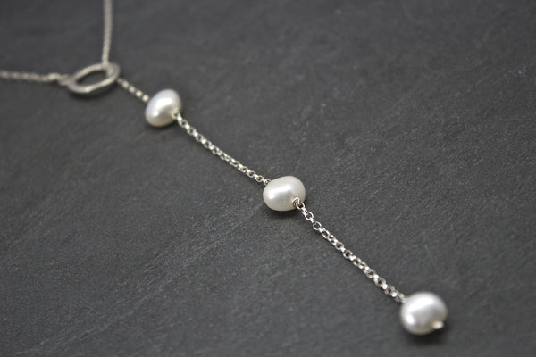 Pendant with three freshwater pearls