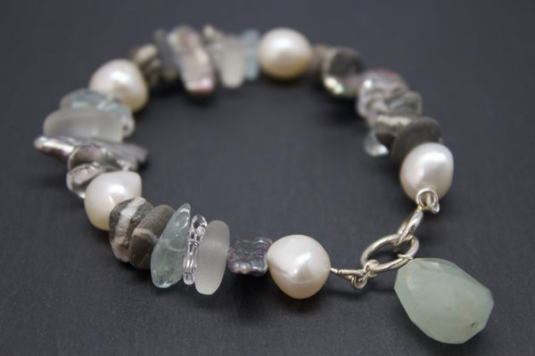 Bracelet with semi-precious stones and pebbles