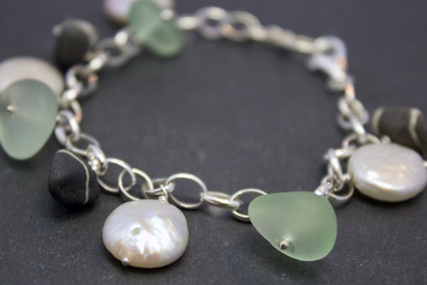 Bracelet with pearls and pebbles