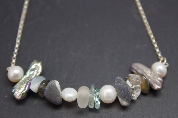 Necklace with semi-precious stones and pebbles