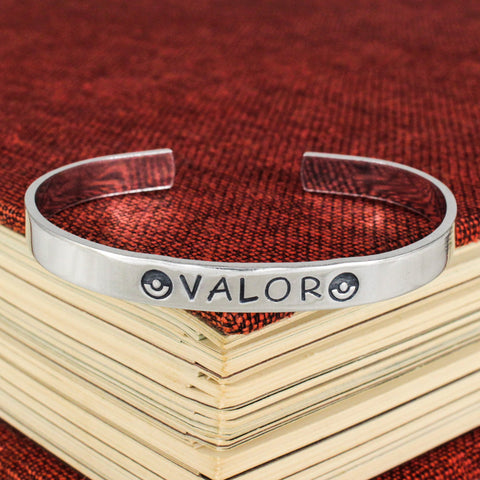 Team Valor Bracelet - Pokeball - Video Games - Aluminum Bracelet