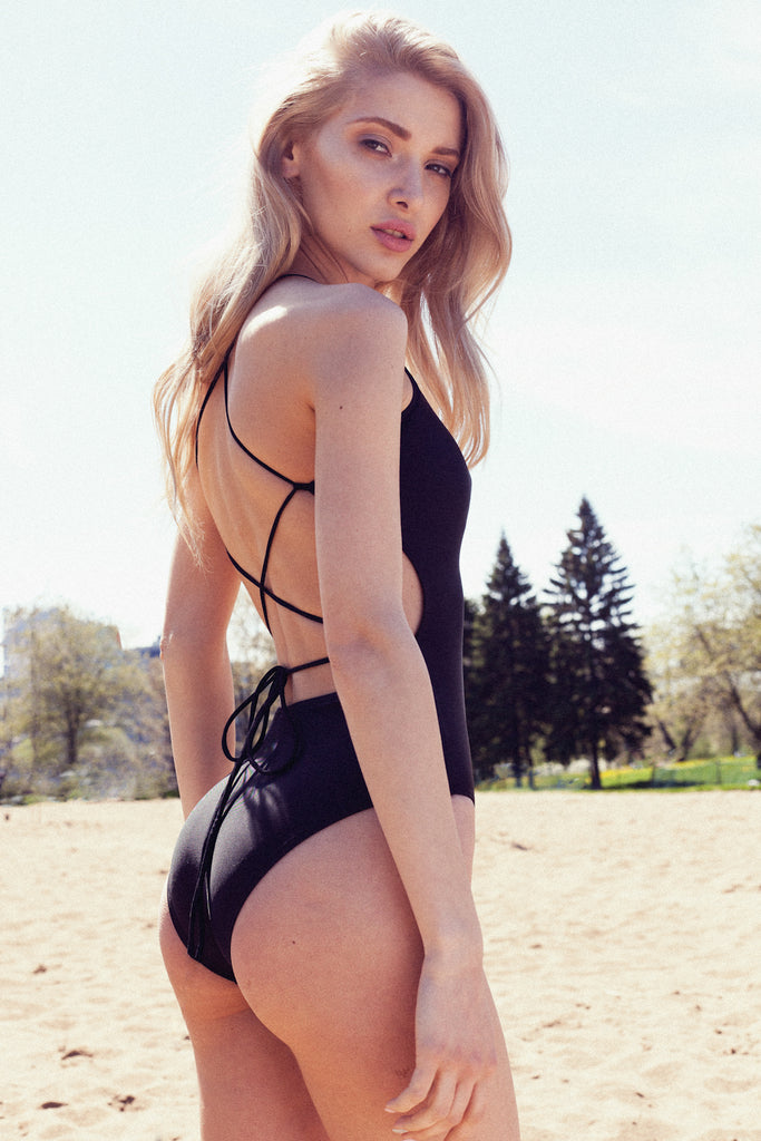 Stella One piece montreal