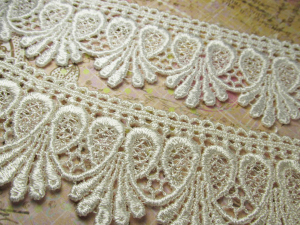 Ivory 1.75 inch Loop De Loop Scalloped Lace Fringed Trim - Odyssey Cache