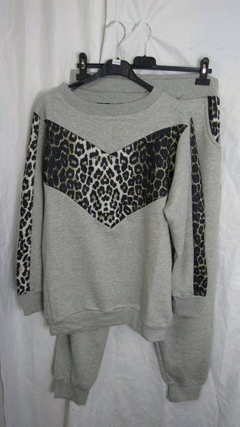 NEW Ladies Lagenlook Grey Leopard Print Sized Lounge Suit Top and Bottoms SIZED ITEM 16, 18, 20, 22-24, 26-28