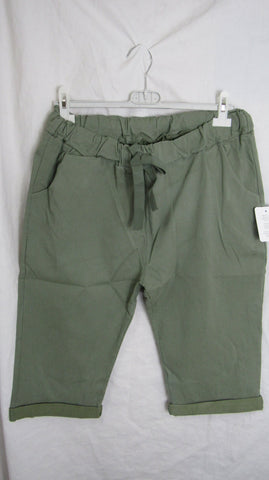 NEW Ladies Khaki Green Stretchy Peddle Pushers One Size Fits 20 22 Size 3
