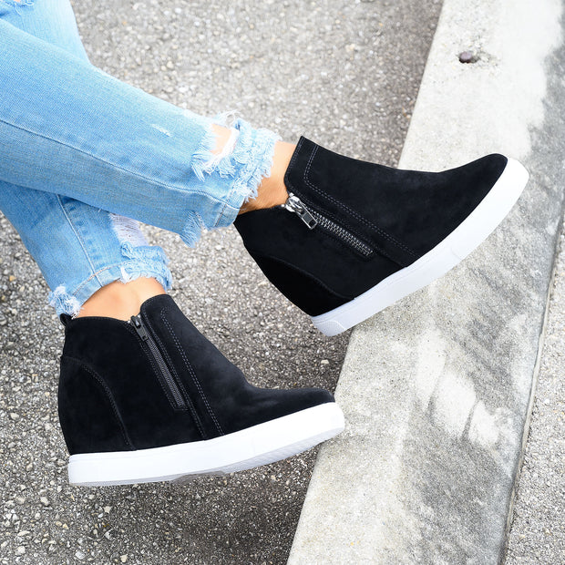 Exposed Zipper Black Sneakers