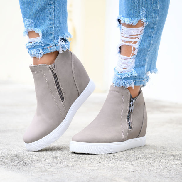 Exposed Zipper Taupe Sneakers