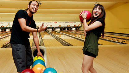5 Reasons Why Bowling is a Great First Date